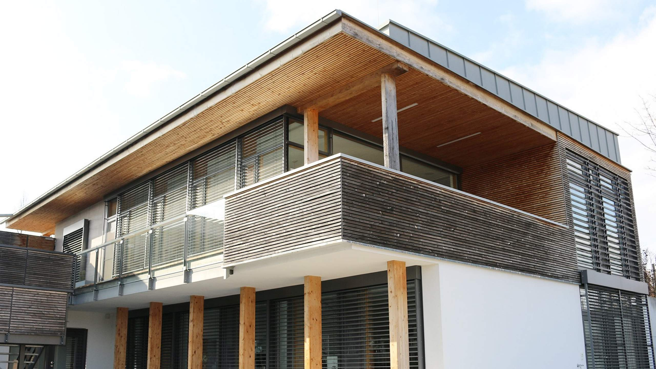 Einfamilienwohnhaus mit Holzleisten-Fassade