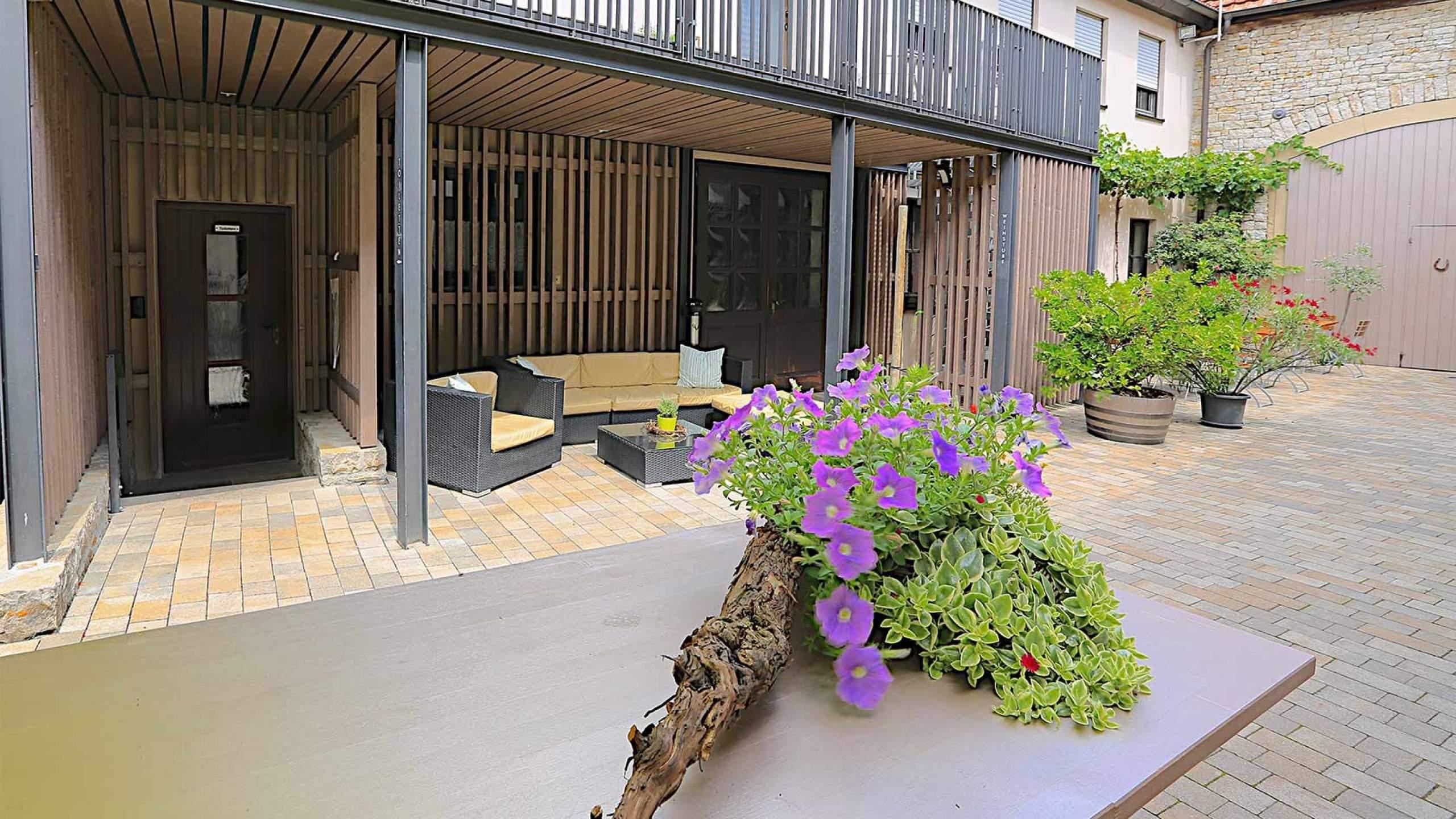 Zimmererarbeiten Eingangsbereich mit Lounge