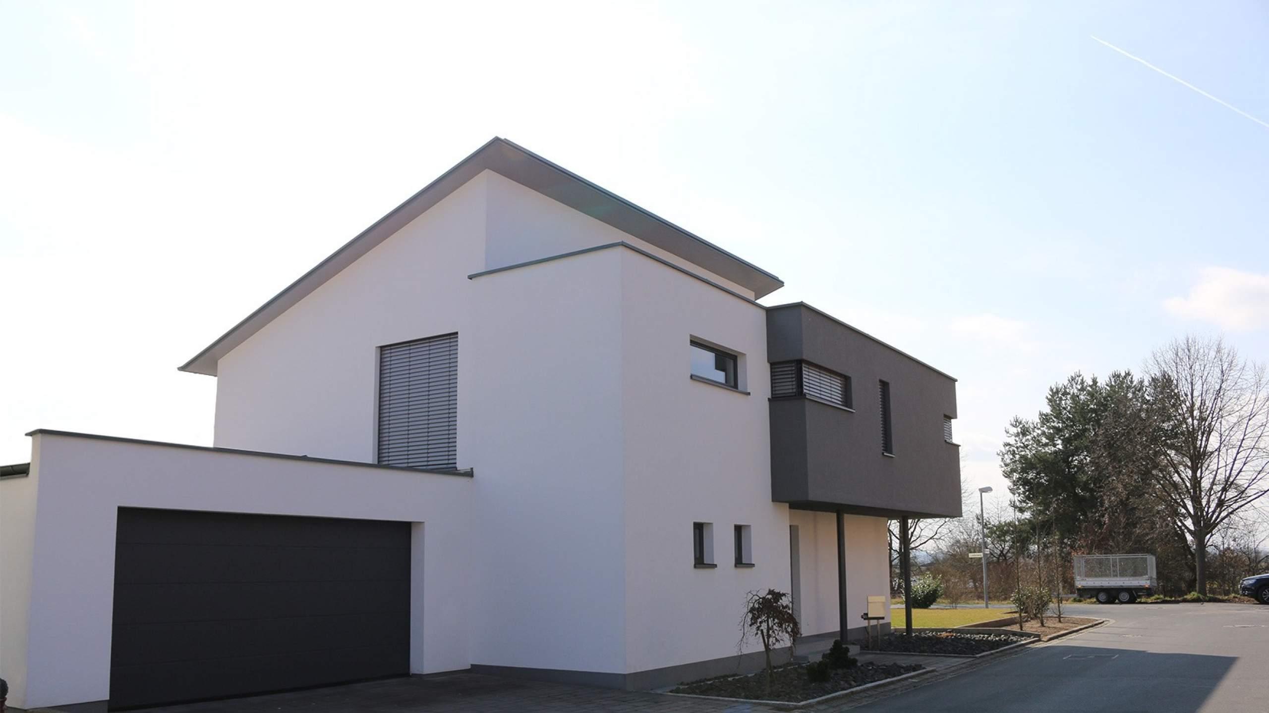 Einfamilienwohnhaus Modern an Straße